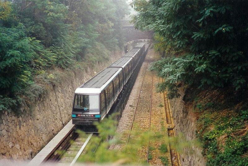 873d3707079e La Petite Ceinture   un transport ferroviaire dans un jardin, un ...